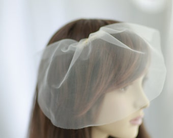 Mini bridal tulle veil