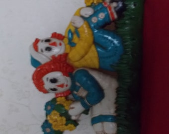 1977 Raggedy Ann & Andy Vintage Plastic Wall Plaque