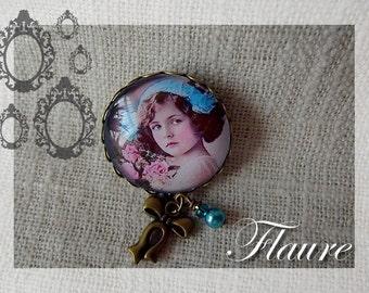 """A pin """"retro little girl"""""""