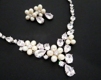 Bridal necklace, Bridal earrings, Wedding jewelry set, Freshwater pearl jewelry, Crystal Wedding necklace and earrings