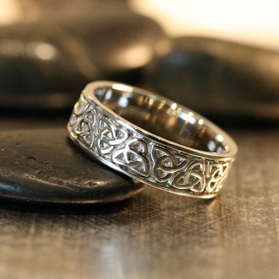 trinity celtic knot wedding band 14k white gold unique mens. Black Bedroom Furniture Sets. Home Design Ideas