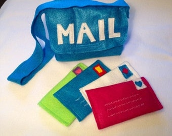 Felt mail bag and working felt envelopes.  This mail bag comes with 4 working play envelopes and is perfect for make believe!