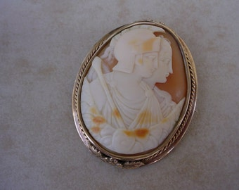Antique 12K Gold Shell 2 Figure Cameo Broach.