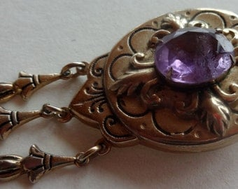 Vintage Coro Victorian Inspired Antiqued Gold Tone Metal Brooch Dangles & Amethyst Colored Stone