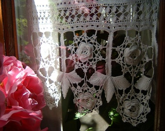 Lace crochet curtain with leaves and Roses of Ireland. Crochet casa romantica. White cotton lace. Shabby chic. To order.