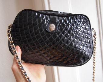 cool black lacquer shoulderbag with metal gold lookalike strap