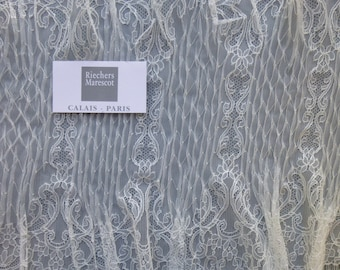 Delicate smocking Chantilly lace by Sophie Hallette