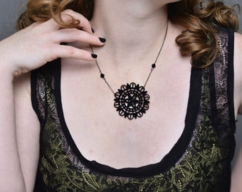 Necklace Uchiha - Baroque Motif lace plant in gloss black acrylic laser cutting and pearls Swarovski
