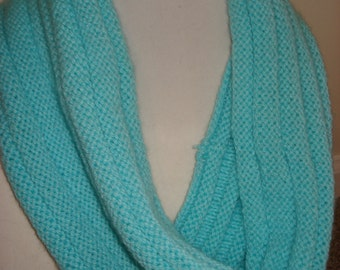 Lightweight Ribbed Cowl in Aqua
