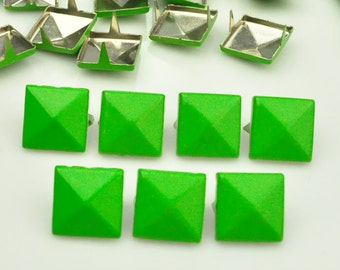 50X 12mm Green Square Pyramid Spike Rivets Studs Spot Metal Matte Finish For Diy Phone Case Leathercraft material(2 claws)