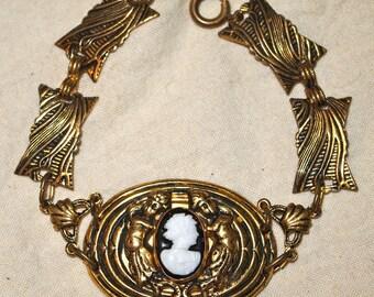 Vintage Stamped Gold Tone Metal Cameo Bracelet 5795