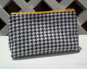 Hounds-tooth  Zippered Pouch Bag