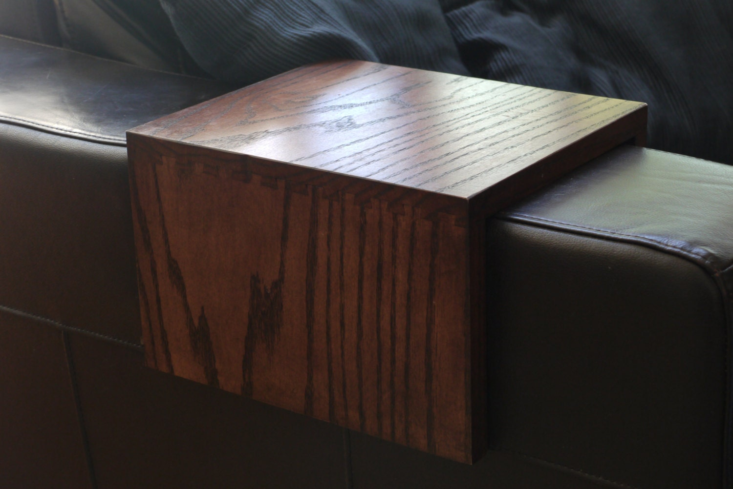 Dovetailed wood armrest table red oak customized - Construire table bois ...