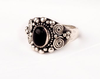 Stunning Vintage Silver  Ring with fine Onyx gem  Unique design.