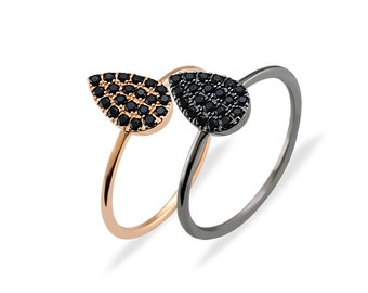 Teardrop Ring with Black Spinels - Gold plated