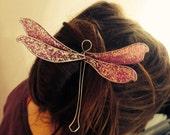Epingle à cheveux Libellule pourpre à paillettes montée sur une épingle à chignon