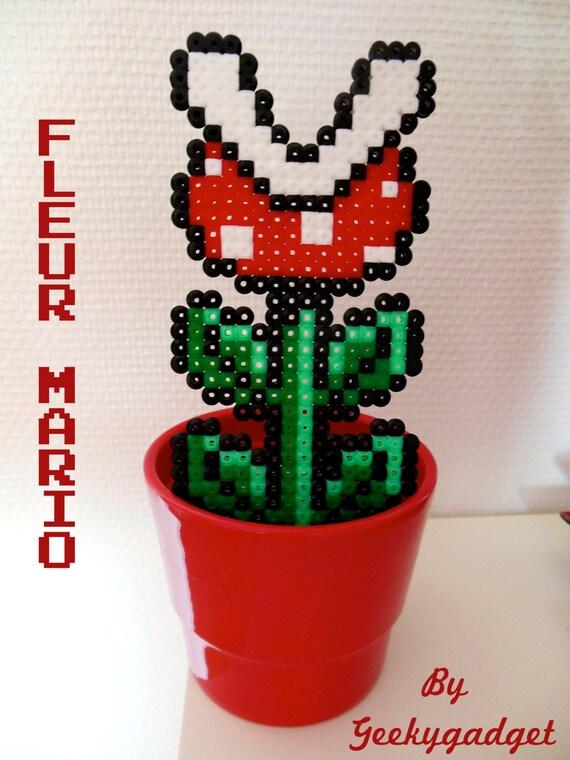 Items similar to plante carnivore fleur pixel inspiration mario bros nintendo 8 bit - Plante carnivore mario ...
