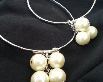 Set of bangles with ivory pearl cluster
