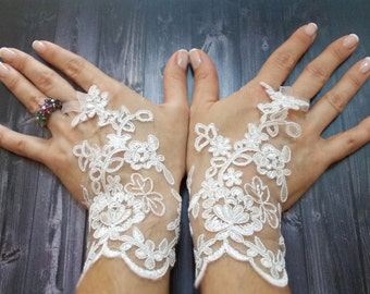 White lace wedding gloves, Bridal Lace Gloves, Fingerless gloves, Fairy Wedding Gloves, Bridal cuff