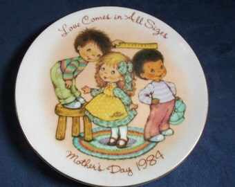 Avon Love Comes in All Sizes Mothers Day Plate 1984