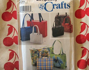 SIMPLICITY CRAFTS/ Sewing Pattern 8331/ Handbags in Two or Three Sizes and Tote/ 1998/ 32 Pieces, Uncut Pattern/ DIY Handbag & Tote