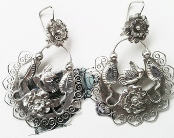 Frida style earring flower on top birds, leaves and filigree. Beautiful work
