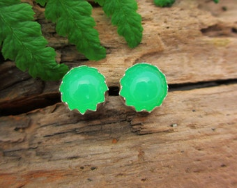 Chrysoprase Cabochon Studs, 14k Gold Stud Earrings or Sterling Silver Chrysoprase Studs - 4mm, 6mm Low Profile Serrated or Crown Earrings