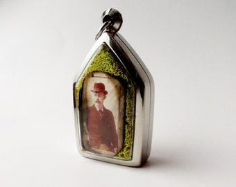 Vintage Family Photo, Locket Necklace, Terrarium Necklace, Husband, Wife, Old Fashioned LK14
