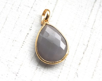 SOLDOUT-Dove Grey Chalcedony Briolette Gemstone Pendant // 15mm x 20mm