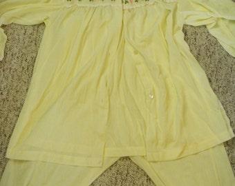 adorable vintage 2-piece summery yellow floral pajama set