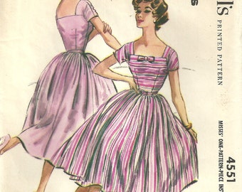 McCalls 4551 Vintage 50s Sewing Pattern // Dress Size 14 Bust 34