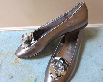 1980s Joan & David Italy Metallic Silver Flat Slip Ons Mylar Sequin Flower Embellishments Leather Soles