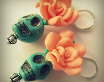 Day of the dead earrings, flower and turquoise skull, Halloween Jewelry, Dia de los muertos