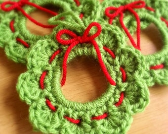 Crochet Wreath Ornament, Christmas Wreath Gift Topper, Set of 4, Handmade Wreath with Red Bow, Made to Order