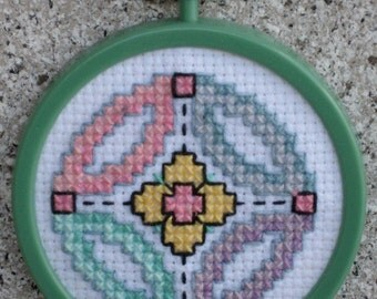 Cross Stitch Ornament in Double Wedding Ring Quilt Pattern