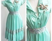 Gorgeous Mint Green Vintage 1960s/1970s Day Dress with Floral Print and Handkerchief Sleeves, Size S/M, Boho dress