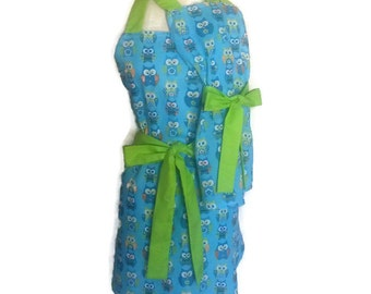 Mommy and Me Retro Apron Set, matching Mother Daughter aprons, Cute Blue Owls aprons, Green Ties, aprons for Women Children toddlers,