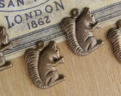 4 Squirrel Charms, Vintaj Natural Brass Gathering Squirrel, Warm Chocolate Brown, 16.5 x 12.5mm, Cute for Your Nature Designs