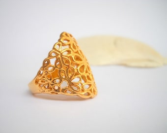 Gold filigree flowers ring, Gold plated Sterling Silver ring. Gold flowers ring, Silversmith jewelry, Gold wedding ring,  golden lace ring
