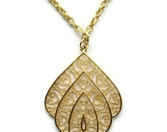Vintage Classic 1970s Gold Tone Pendant Necklace with Scroll Hearts MOD