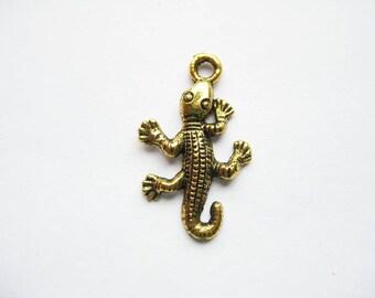 8 Gecko Lizard Charms in Gold Tone - C931