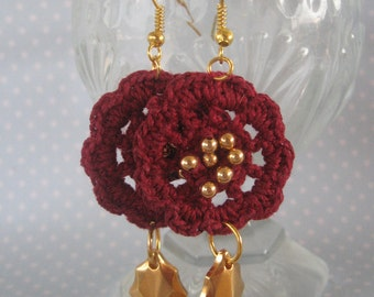 Beaded Crochet Earrings, Crochet Motif, Crochet Earrings, Gold Beads, Beaded Earrings, Metal Charms, Gold Charms, Gold Plated, Crimson