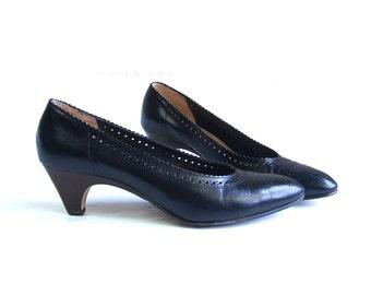 vtg 80s WINGTIP sleek black leather WEDGE HEELS 6.5 Italian boho hippie indie shoes pumps