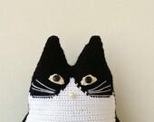 Black and white cat pillow, stuffed cat poratrit, crochet cat pillow in black and white, custom pet portrait, single cat pillow, portrait