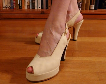 USO SWINGTIME--Rare Soft Cream Suede 1940s Ladies Platform Shoes--7 1/2-8