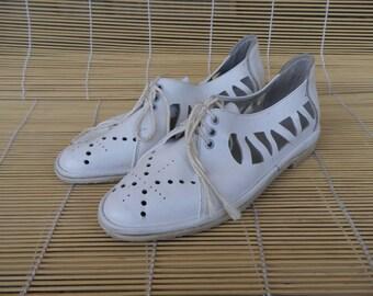 Vintage Lady's Off White Leather Flat Shoes Sandals Size EUR 35 US Woman 5 1/2