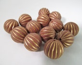 20 Vintage 12mm Cinnamon and Gold Carved Lucite Beads Bd1462