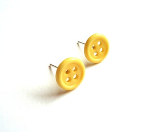 Yellow stud earrings made of vintage buttons upcycled jewelry button earrings recycled jewelry minimalist stud earrings button jewelry