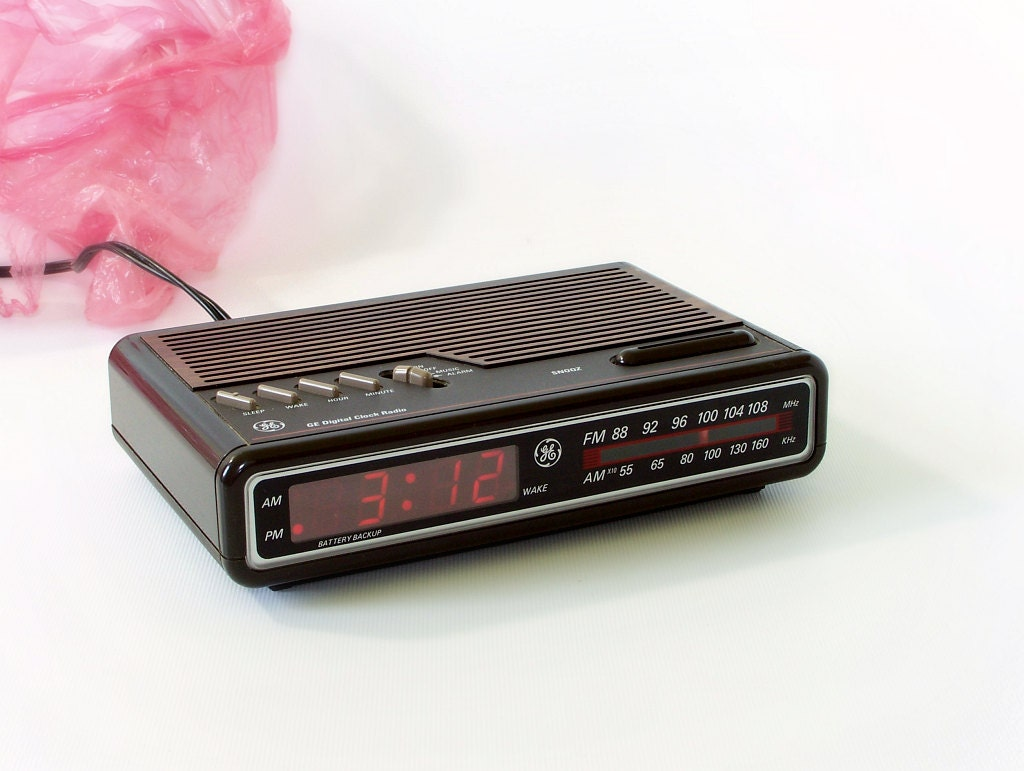 1984 ge alarm clock radio vintage model 7 4612a by thewhitepelican. Black Bedroom Furniture Sets. Home Design Ideas