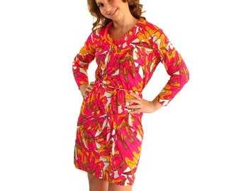 60s twee dress. Shift dress. Vintage psychedelic print. Hot pink, fuchsia, magenta, yellow. Mad Men fashion. Valentines date. Fruit punch
